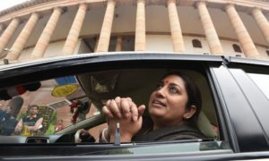 kyunki-mantri-bhi-kabhi-graduate-thi:-congress-mocks-smriti-irani-over-educational-qualification